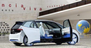 VW - I.D. Neo - weiß - rechte Seite Türen geöffnet - Schiebetür hinten - Grafik - Studie