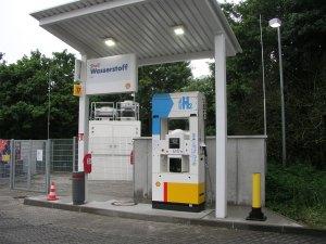 Foto von einer H2, Brennstoffzellenn Wasserstoff-Tankstelle-in-WI-Nordenstadt - Foto zeigt eine Zapfsäule für H2.von H2 Mobility, Shell Tankstelle für Wasserstoff--Foto-emoove.net