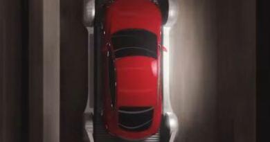 The boring company - tesla - auf Schlitten im Tunnel - Screenshot aus Video von Tesla