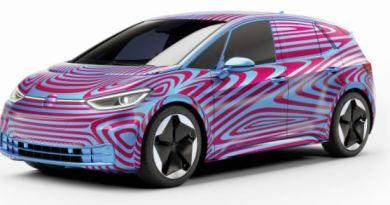 VW ID.3 - Noch im Tarnanzug -von vorne schräg links Foto greencarreports - - VW; Elektroauto