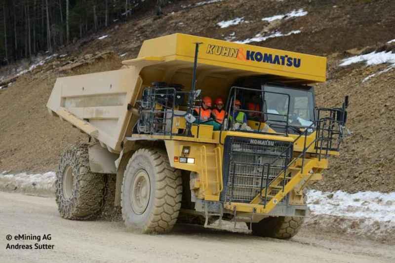 eDumper -vor Umbau, Diesel Dumper Komatsu 605-7 - Foto emining.ag + andreas-sutter, ---Das größte batteriebetriebene Elektrofahrzeug der Welt - eDumper erzeugt selbst seine Energie