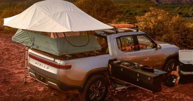 Rivian R1T mit Auto Dachzelt - Rivian baut für Ford den ersten Elektro SUV. Foto Rivian