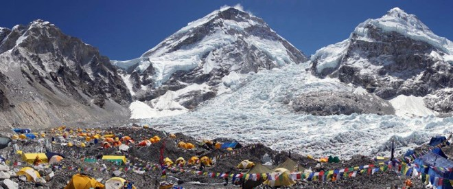 Panoramic-view-of-Everest-Basecamp-with-lots-of-tents-dining-tents