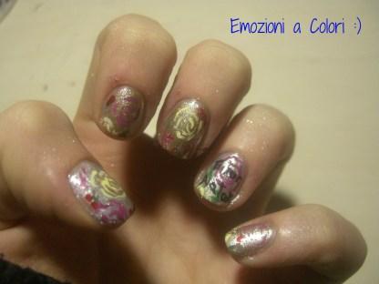 https://emozioniacolori.wordpress.com/2012/12/23/nail-art-natalizia-su-unghie-micro/