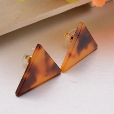 triangle-studs-amber