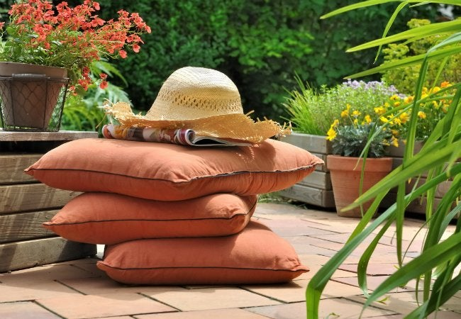 how to clean patio cushions in 6 steps