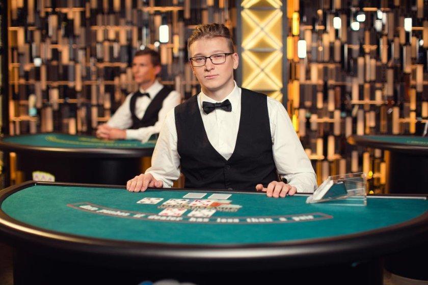 ultimate-texas-holdem-poker-malaysia-live-casino