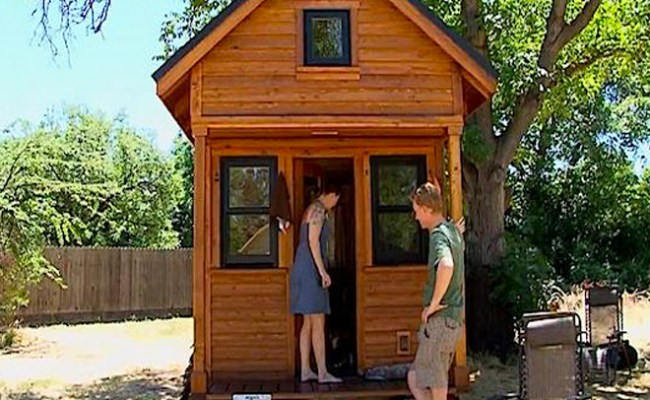 Couple Admits That Living In Tiny House Sucks Huge Huge