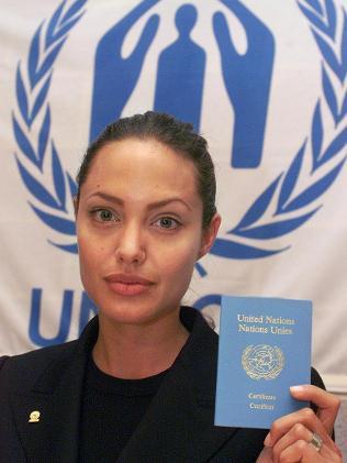 La propaganda de las Naciones Unidas activos Angelina Jolie Treks a Siria Refugee Camp jolie angelina apoya intevention de la ONU en Siria