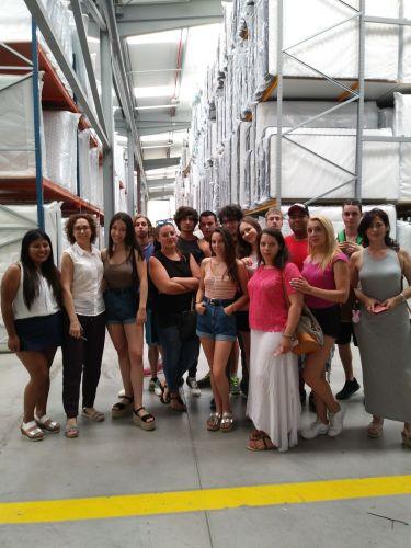 Los alumnos de Yecla Enclavejoven visitan Colchones Gomarco.