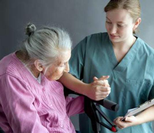 asistente geriatrica cuidadora domiciliaria gerocultora cuidado de anciana home care