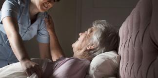 gerocultora asistente geriatrico cuidadora elder care taker carigever geriatric assistant