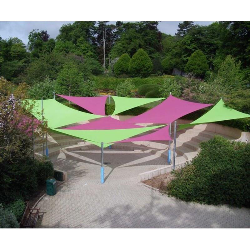 Tende a vela ombreggianti triangolari colorate da giardino