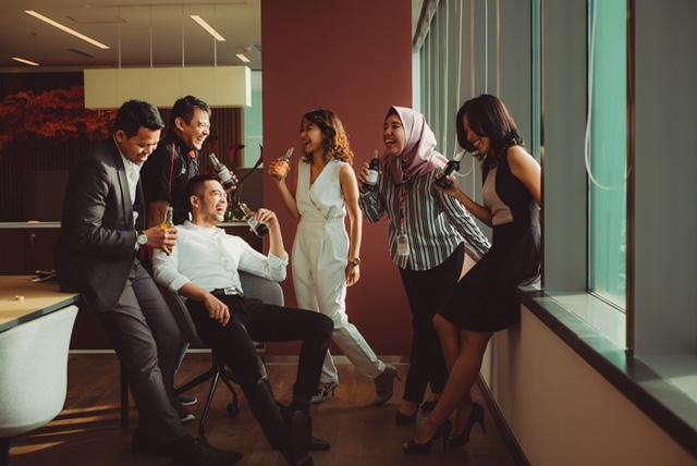 Quand le ragot tisse le lien social: Comment réagir aux fausses rumeurs, ragots, gossips au travail? Peut-on couper court et rétablir certaines vérités? Voici quelques pistes de réflexion sur les ragots au bureau.