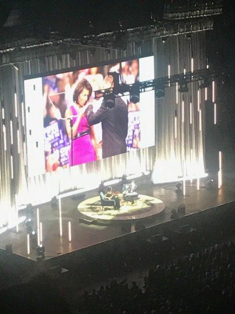 Je partage les trois leçons de ma rencontre avec Michelle Obama qui invite dans son discours inspirant à devenir cette version sublimée de nous grâce à nos talents mais en faisant face à la réalité des difficultés et du travail acharné sur notre chemin qu'on s'appelle Obama ou pas