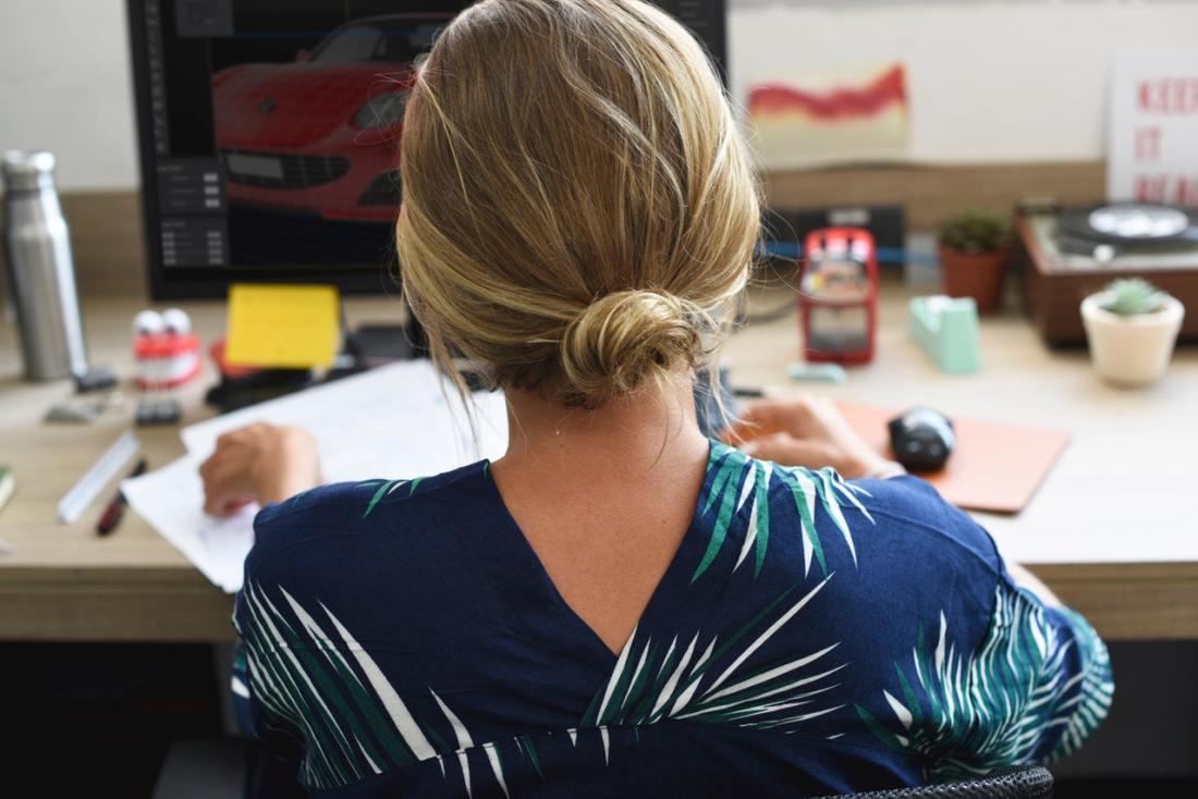 mulher trabalhando