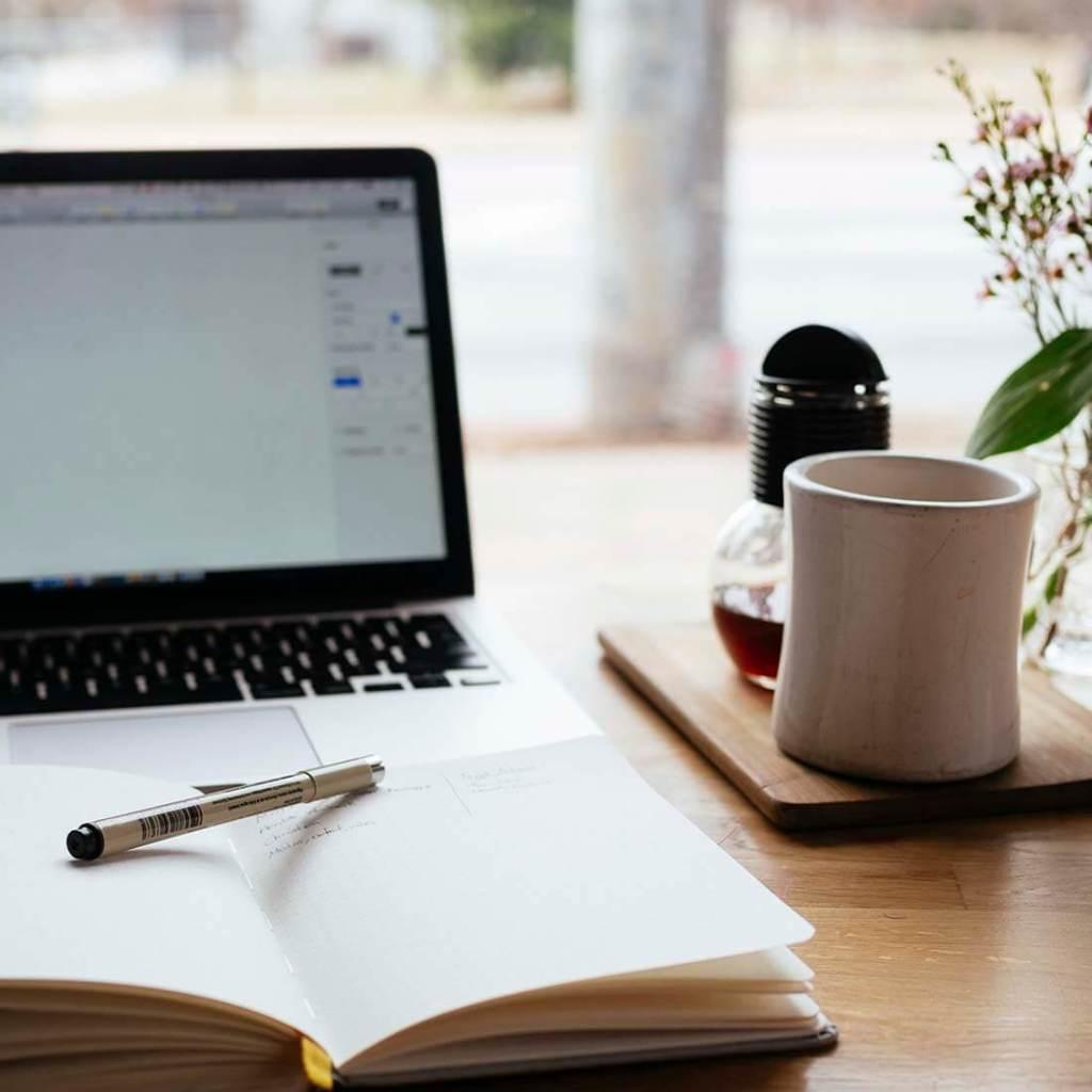 Notebook e café