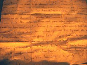 Carta medieval. Fotografía de Petra Winkler vía http://www.freeeimages.com