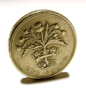 Moneda de una libra. Foto de Steve Gray vía http://www.freeimages.com