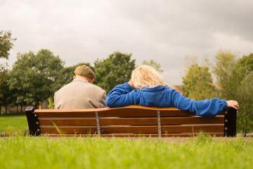 casal de idoso representando os aposentados Empréstimo para aposentado