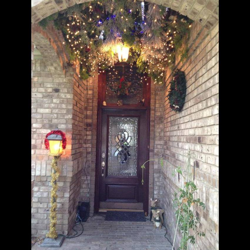 Christmas Masterpiece: Transform Your Entryway In A Weekend 2 Christmas Entryway Decorating Ideas   Go from this To this Do you have what could be an amazing entry to your house and have been wondering what you c
