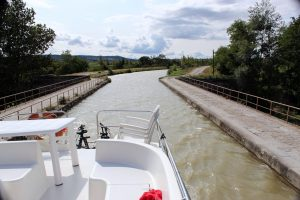 Canal du Midi cruise: Explore Southern France 4 The Canal du Midi, a silky pale green liquid ribbon that slowly meanders connecting the Mediterranean port city of Sète to Toulouse is one of the most nota