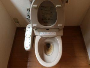 トイレ清掃前