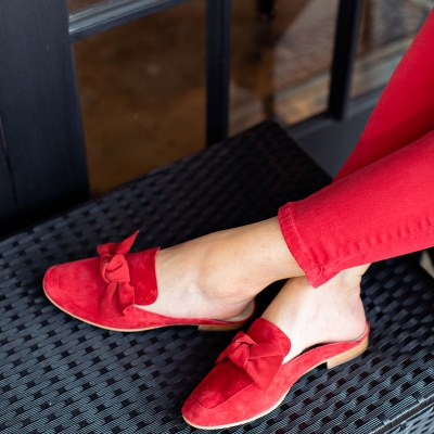 2018 fall shoes, fall shoe trends, fall 2018 shoe trends, fall 2018 shoe styles, fall shoe styles, fall shoe looks, 2018 fall shoe trends, fall accessory trends, fall 2018 accessory trends, fall 2018 accessory styles, fall 2018 accessory looks, 2018 accessory styles, 2018 fall accessory styles, bow mules, mules, pointy toe shoes, pointed toe shoes, pointed toe mules, pointy toe mules, handbag styles fall 2018, fall 2018 handbag styles, top handle handbags, top handle bags, tapestry shoes, patterned shoes, fabric shoes, shoes with ruffles, tapestry mules, tapestry heels, shoes with ruffles, ruffled shoes, ruffled booties, patterned booties, cowboy boots, cowgirl boots, cowboy boots for girls, fashion over 50, fashion over fifty, style over 50, style over fifty, empty nest, empty nester, empty nester style, empty nesters