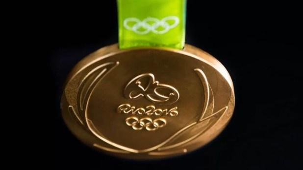 Foram feitas 5.130 medalhas – 2,5 mil para atletas olímpicos e 2,6 mil para os paralímpicos, que serão distribuídas aos componentes do pódio em estojos de madeira.