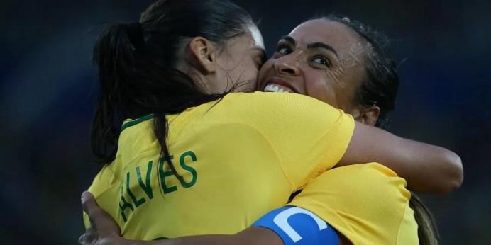 Brasil passa por cima da Suécia com lindos gols e faz 05 X 01