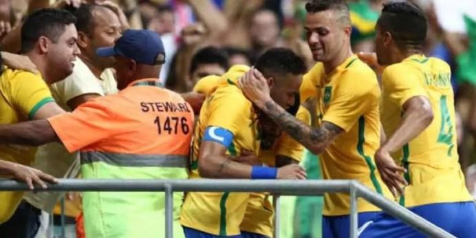 Brasil goleia Dinamarca classifica em primeiro e cala boca de Galvão Bueno