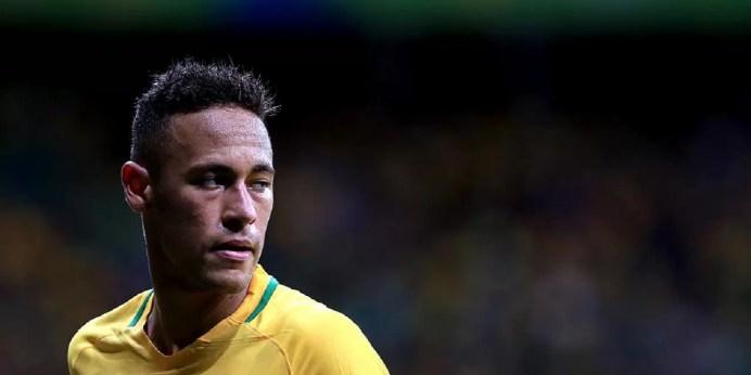 Neymar apanha muito, faz primeiro gol e leva seleção para próxima fase