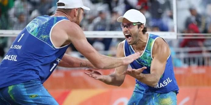 Alison e Bruno faturam medalha de ouro no vôlei de praia