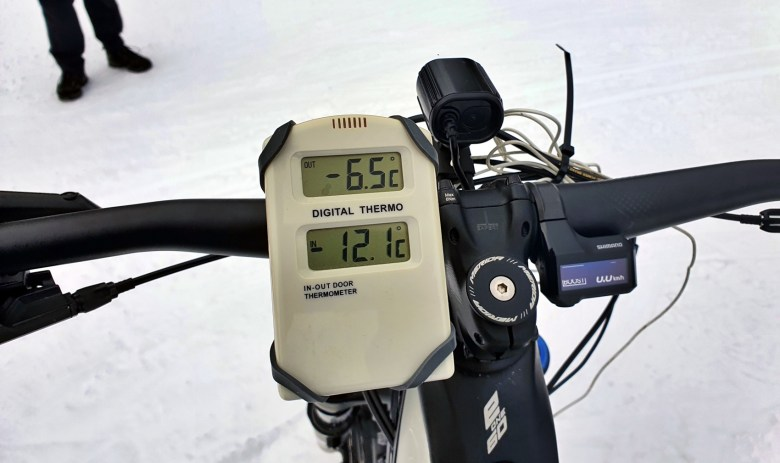 Rundt 6*C temperaturforskjell mellom omgivelsene og batterikammer. Merida eOne-Sixty med karbonramme.