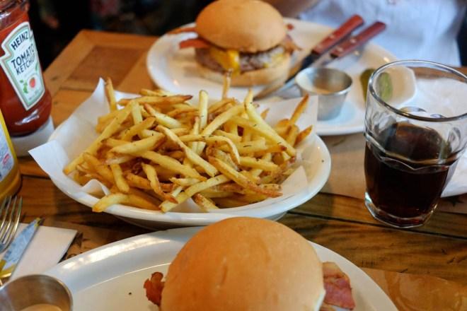 Hambúrguer e fritas - clássicos do Butcher's Market