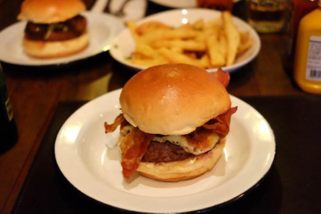 Carne saborosa e combinações inteligentes - ponto para o 12 Burger & Bistro
