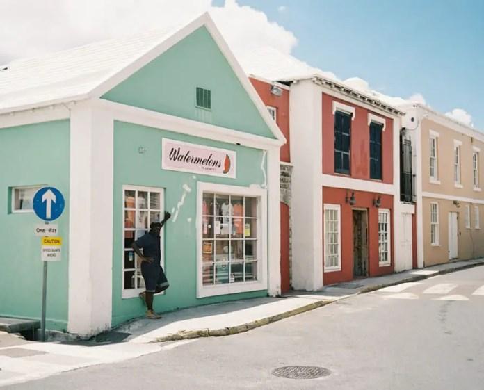 Keeping Cool – St George's, Bermuda – Plaubel Makina 670 + Kodak Portra 400