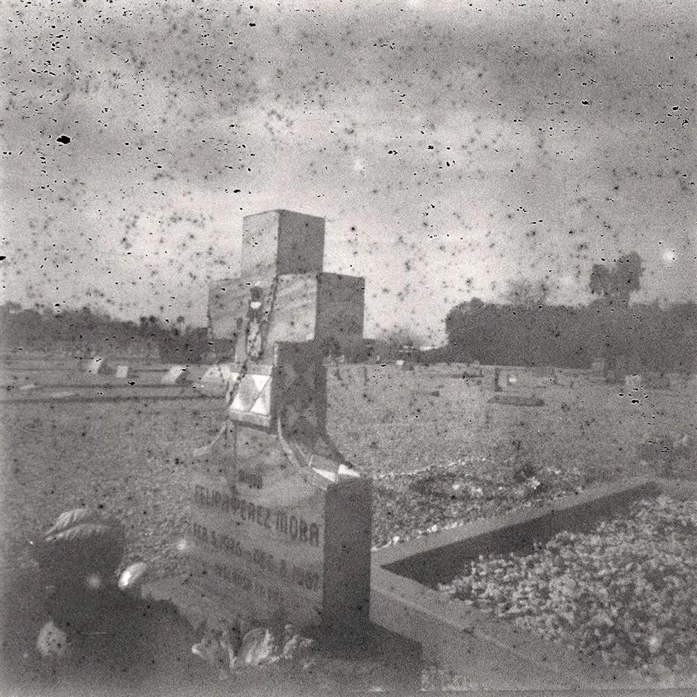 'Expert' black and white (expired 1948) - Holga 120 CFN