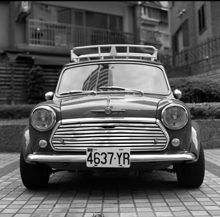 The mighty mini - Kodak T-MAX100 shot at ISO100