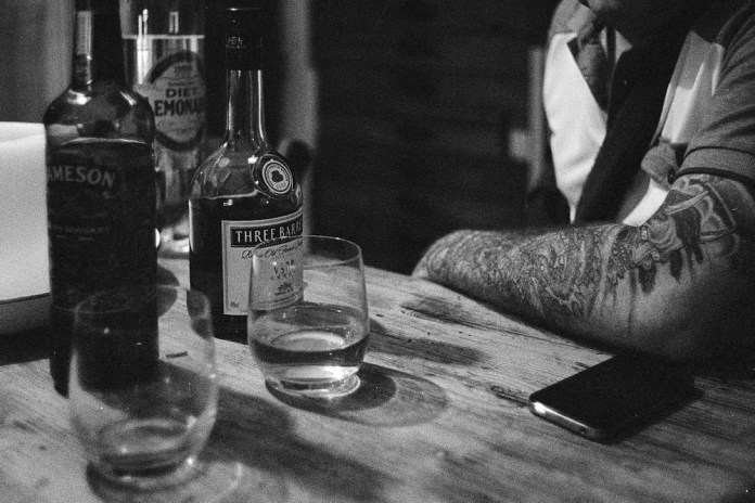 Booze with some old geexer - Ilford HP5 Plus