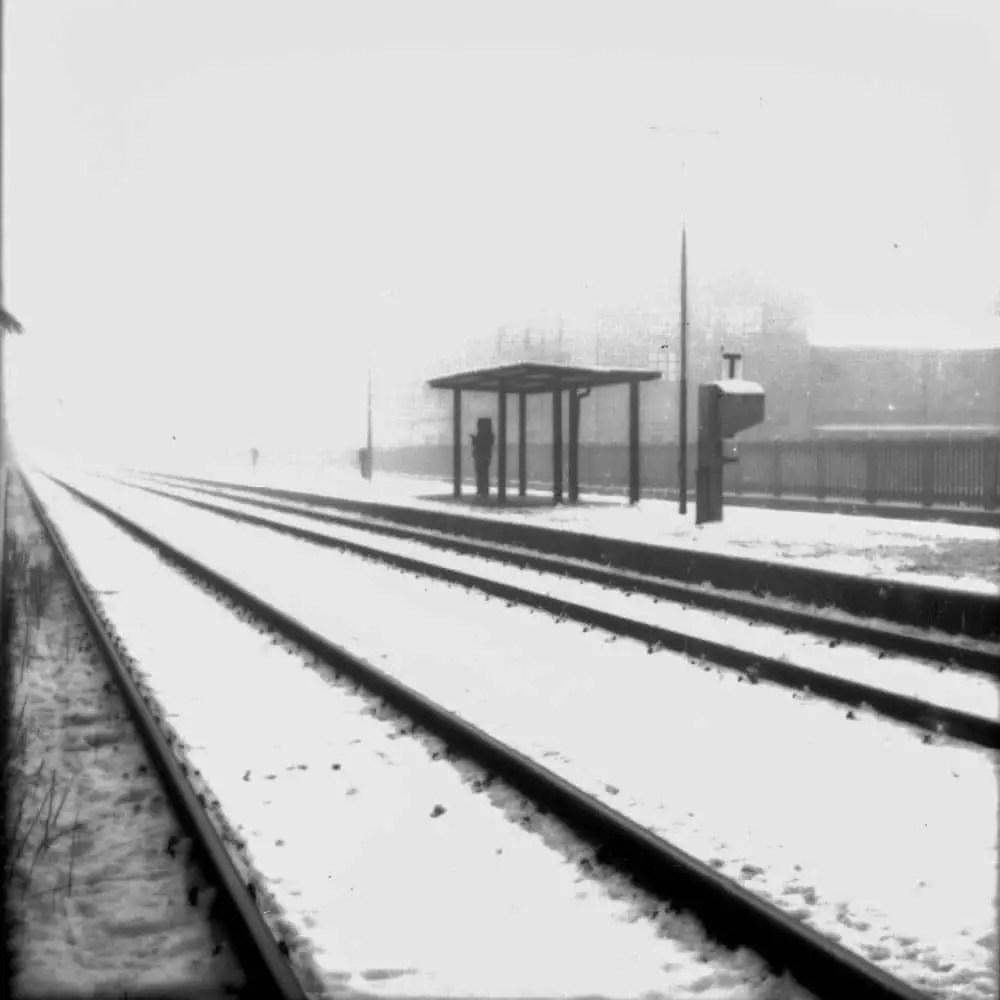 Waiting (Rolleiflex 2.8, Kodak 100TMX)