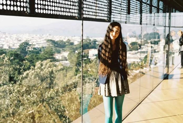 Pretty tones complemented by a very pretty girl - Kodak Portra 400