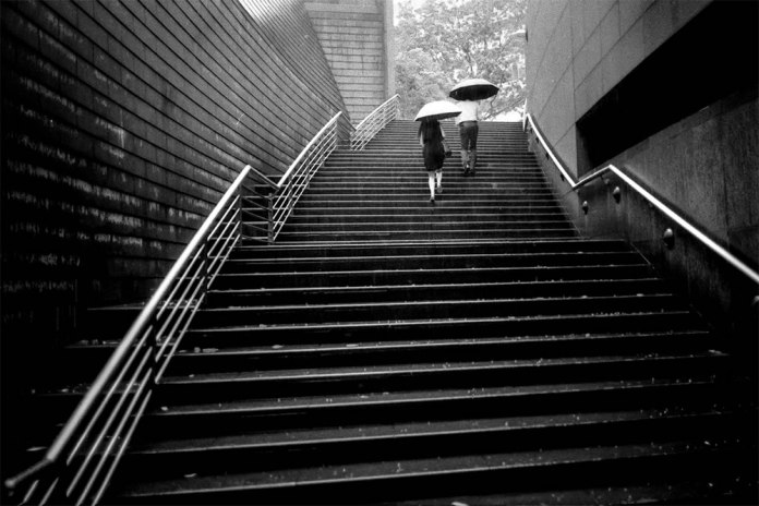 Downpour, Singapore - Leica M6 / 28mm Elmarit / Ilford HP5+ / Ilford HC