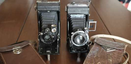 Left: Zeiss Ikon Ikonta 520/2 (Ikonta C) with Novar-Anastigmat 105mm f/1:6.3 (~1928) - Right: Zeiss Ikon Nettar 515/2 with Nettar-Anastigmat 110mm f/1:4.5 (~1931)