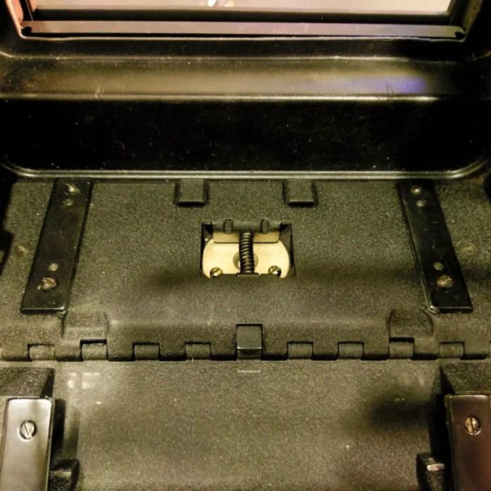Speed Graphic - Bed - Hinge screws