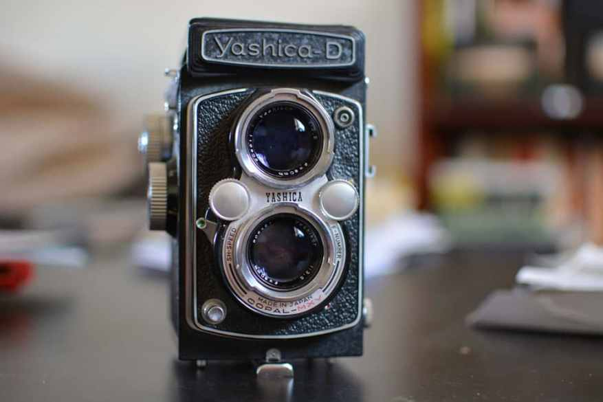 Yashica D - Front