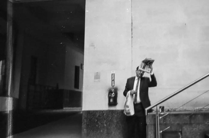 Reading pose, London 2015, Yashica T3, Kodak Tri-X 400