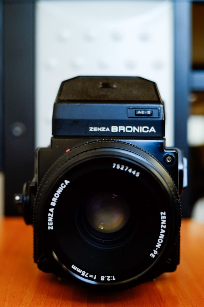 Bronica ETRSi - Front