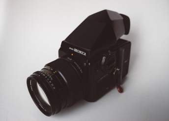Bronica SQ-Ai - Kit (top left with Prism Finder)