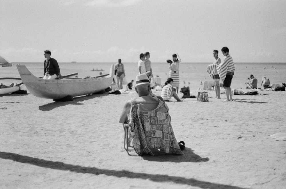Taken with a Leica M6 on Kodak Tri-X 400 in Waikiki, Hawaii, United States.